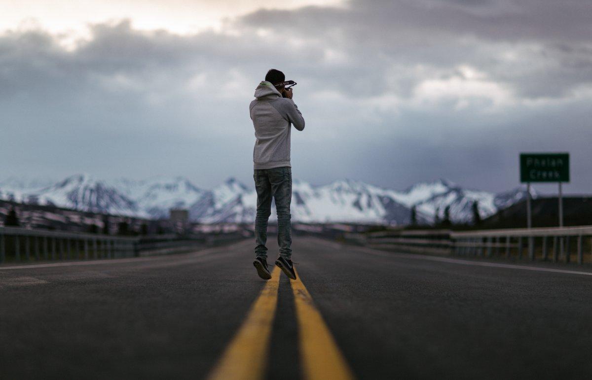 Suốt kỳ nghỉ, nhóm của Meena đã khám phá thành phố Anchorage, Vườn quốc gia Denali, Fairbanks, Glennallen, Valdez và quay lại Anchorage.