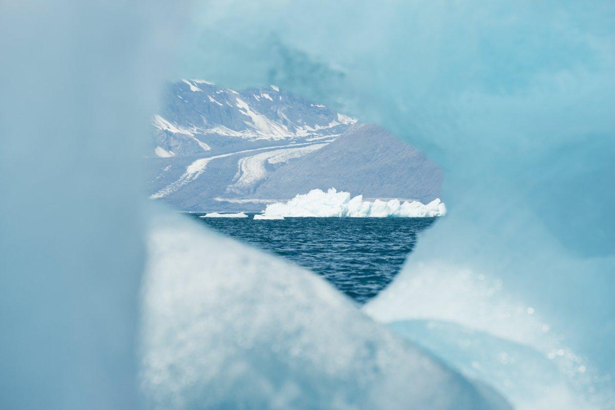 5% bang Alaska tương đương hơn 75.000 km2 được bao phủ hoàn toàn bằng các sông băng.
