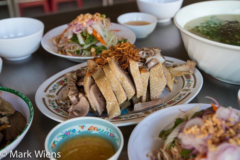 Cháo vịt:Cháo cũng là món ăn nhẹ phổ biến không chỉ ở Việt Nam mà rất nhiều nước châu Á khác.