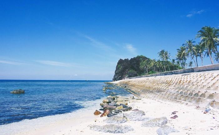 Màu xanh trong lành bao phủ toàn đảo Bé