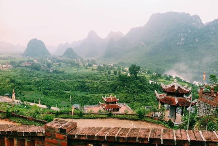 Đến thác Bản Giốc, đừng quên ghé thăm chùa Phật Tích Trúc Lâm rộng lớn - Ảnh: nqthu