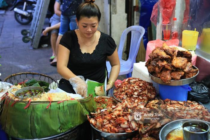 Hàng xôi nổi tiếng bên chợ Bà Chiểu này chắc chắn sẽ khiến bạn không cưỡng lại được nếu có vô tình đi ngang đó.
