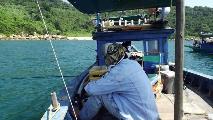 Theo tàu ra hòn Chảo