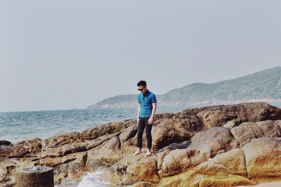 Những mỏm đá hoang sơ nơi hòn Chảo