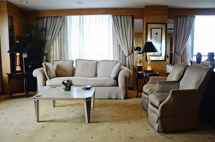 Phòng khách là nơi có diện tích lớn nhất, thiết kế theo phong cáchcổ điểnmang lại sự nhẹ nhàng và không kém phần sang trọng.