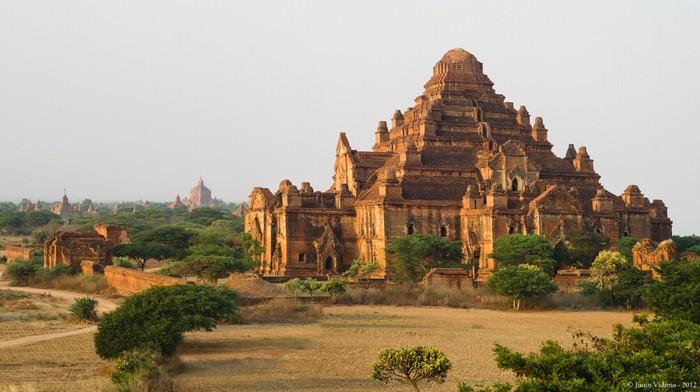 ĐềnDhammayangyilà ngôi đền rộng lớn nhất Bagan.