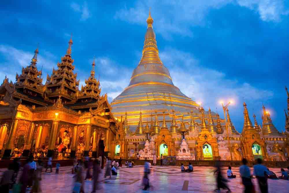 ChùaShwedagon- công trình kiến trúc Phật giáo linh thiêng nhất của Myanmar nằm ở Yangon được tin rằng đang lưu trữ 8 lọn tóc của Đức Phật.