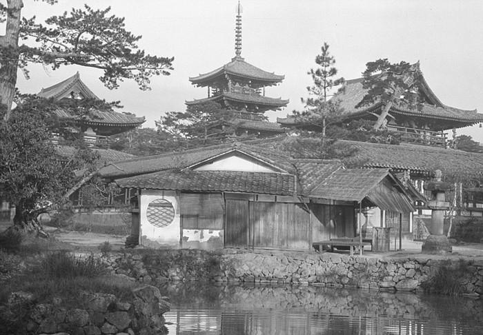 Những bức hình về cuộc sống, con người Nhật Bản này được ông ghi lại từ năm 1908 trong khoảng thời gian 6 tháng sống ở đây.
