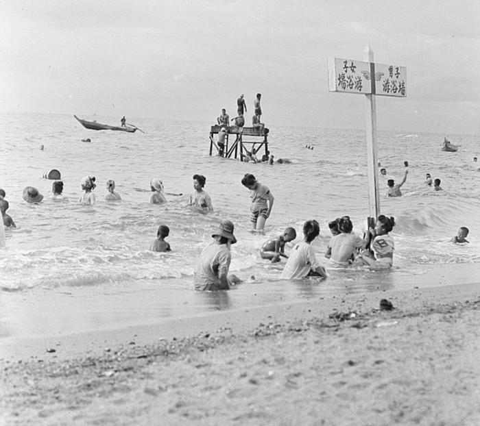 Những hình ảnh đen trắng ghi lại một cuộc sống yên bình của người dân Nhật trước khi cuộc chiến tranh Thế giới II làm thay đổi tất cả.