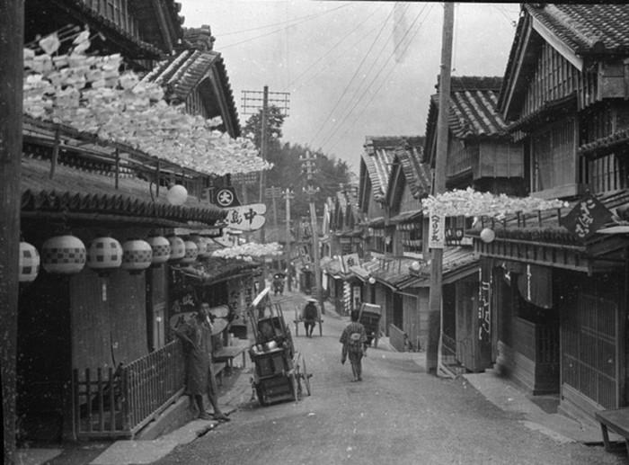 Những bức ảnh này được tác giả chụp lại trong thời kỳ Minh Trị (Meiji).