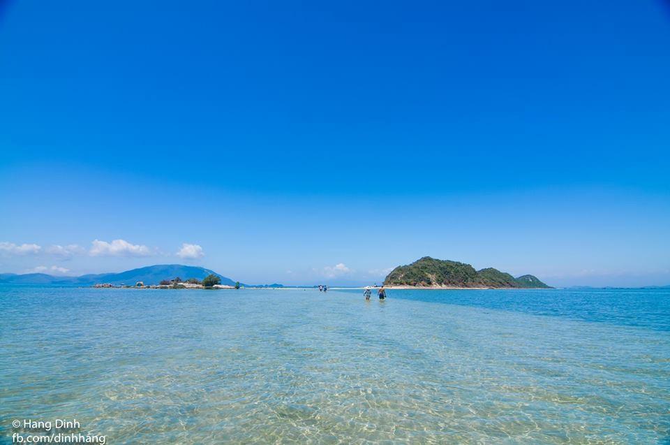 Biển Điệp Sơn trong xanh nhìn thấy đáy