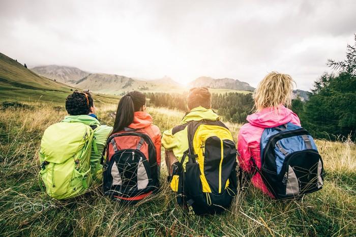 Thông thường những chuyến đi du lịch rừng bao giờ cũng phải theo nhóm