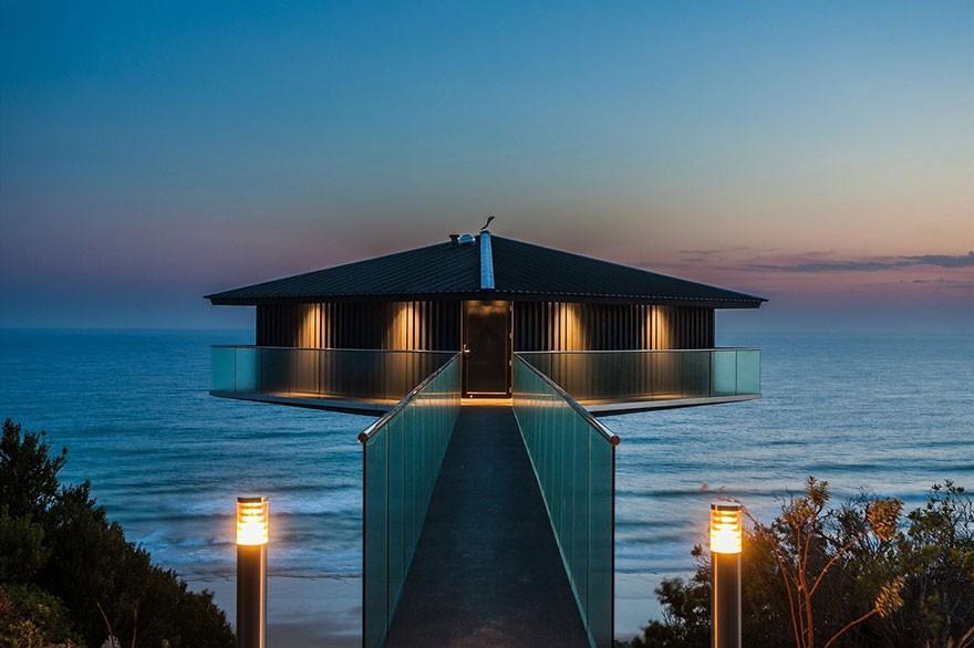 Ngôi nhà sang trọng hướng biển lung linh về đêm