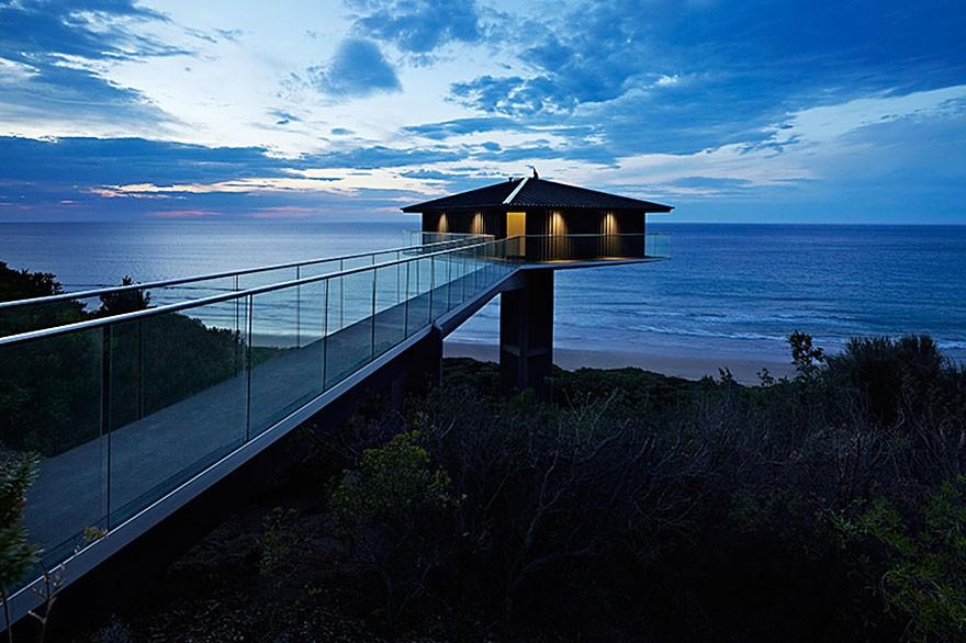 Ngôi nhà hướng ra biển nhìn từ xa