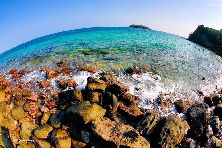 Đảo nhỏ nước trong vắt