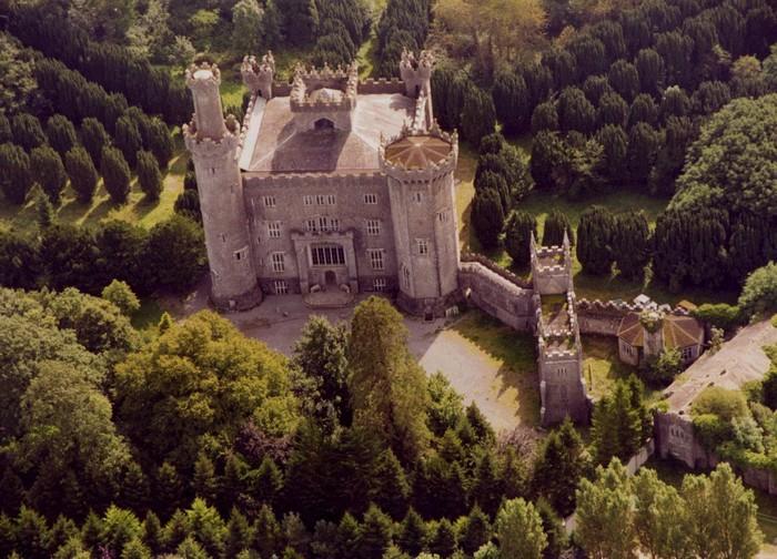 Tòa lâu đài nổi tiếng
