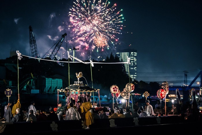 Lễ hội Tenjin trên sông Okawa vào buổi tối
