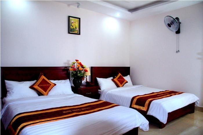 Khách sạn Minh Đăng có phòng ngủ thiết kế đơn giản, mộc mạc