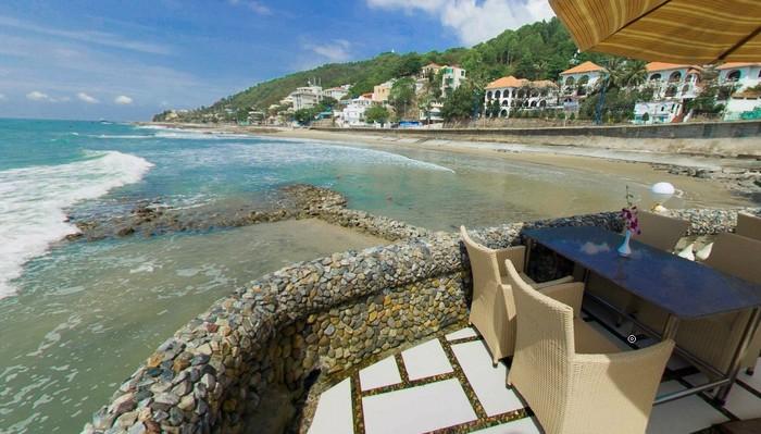 Góc bãi biển ở khu nghỉ dưỡng Lan Rừng