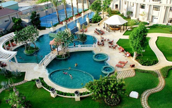 Không gian xanh mát, thơ mộng ở vườn thượng uyển kết hợp bể bơi