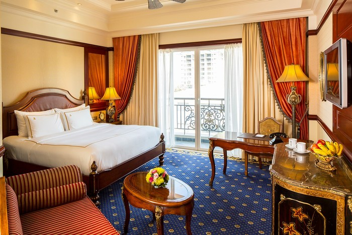 Phòng ngủ được bài trí theo phong cách hoàng gia
