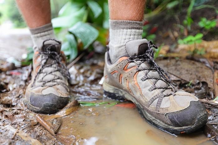 Mang giày dép có độ bám tốt