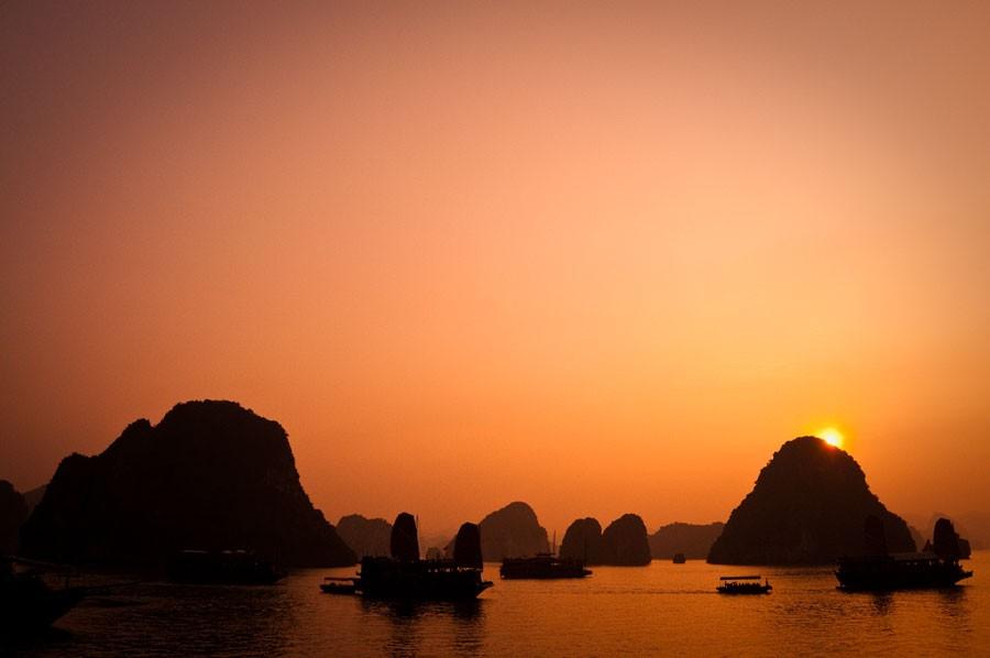 Hoàng hôn vịnh Hạ Long
