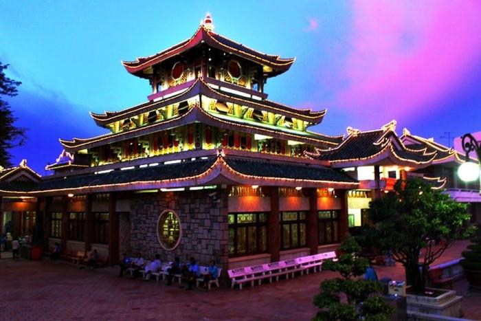 Miếu Bà Chúa Xứ - điểm đến tâm linh không thể bỏ qua khi du lịch Châu Đốc - Ảnh: Trường Xuân