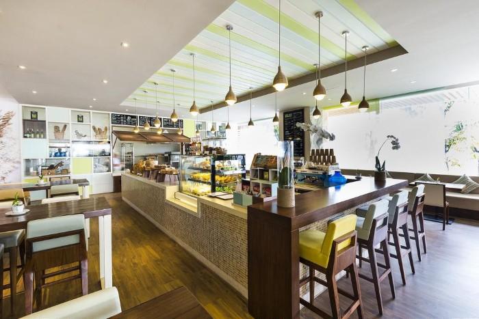 Không gian bar và nhà hàng hiện đại và tinh tế của À La Carte - Ảnh: Vietnam Buffalo Tour