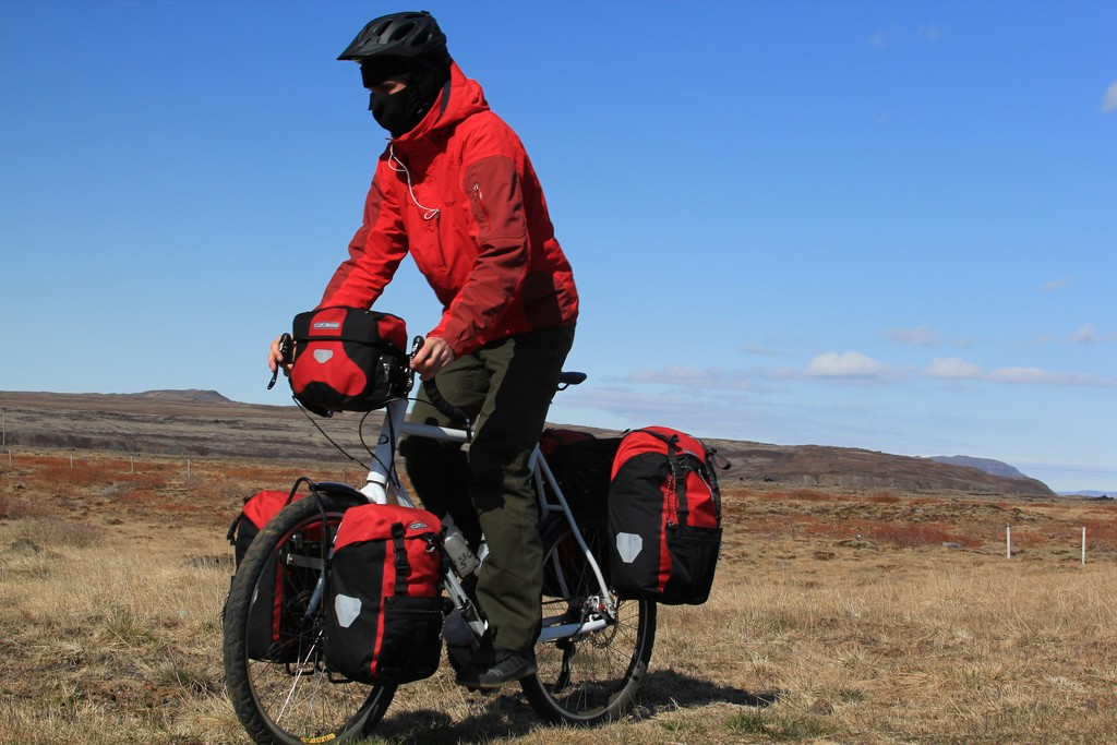 Mặc áo khoác khi đạp xe