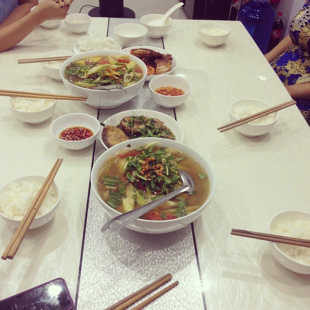 Một bữa cơm cùng canh chua cá lăng ấm cúng