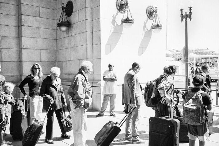 Người lớn tuổi khi đi du lịch hãy mang theo hành lý thật gọn nhẹ