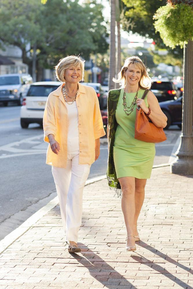 Bên cạnh chăm sóc sức khỏe của người lớn tuổi khi di du lịch