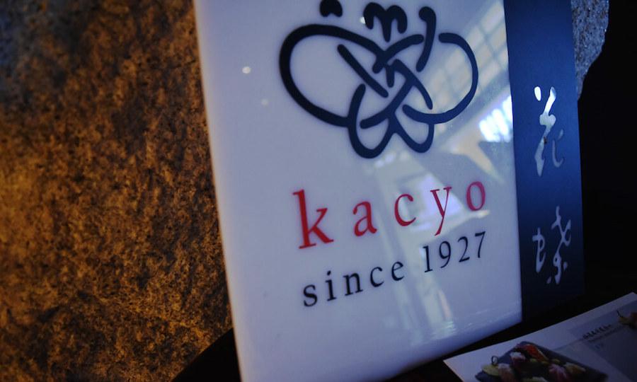 Kacyo ra đời vào năm 1927 ở Ginza, Tokyo. Thời điểm đó, nhà hàng mang phong cách khép kín cổ điển, chỉ phục vụ riêng cho giám đốc điều hành của những công ty lớn, thủ tướng, bộ trưởng và người nổi tiếng.