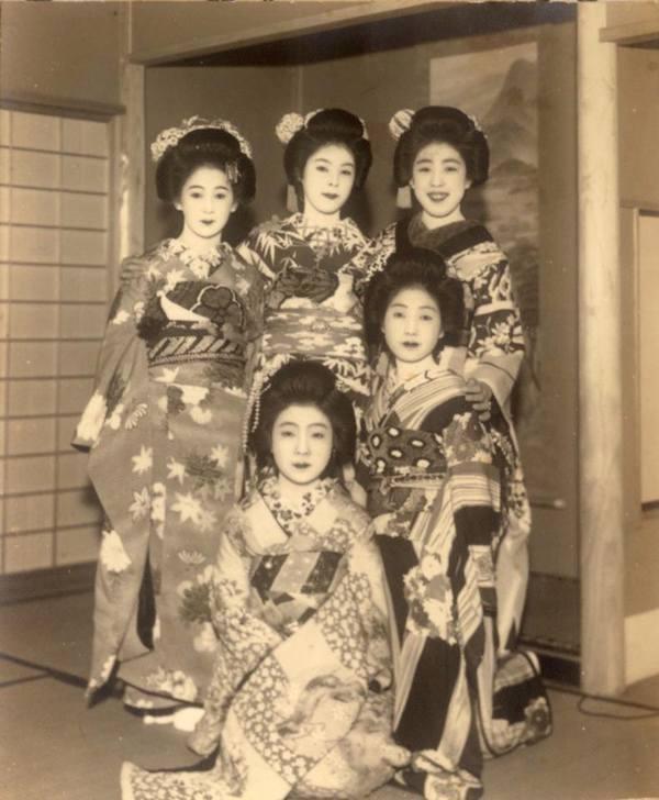 Những nàng geisha xinh đẹp là một phần không thể thiếu của Kacyo