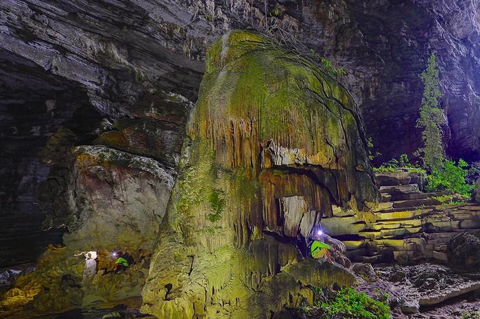 Các chuyên gia hang động Hoàng gia Anh vừa công bố 57 hang động được thám hiểm trong tháng 3 và 4/2016. Trong số này, có hang Tiên 2 ở huyện Minh Hóa (Quảng Bình) dài 2.519 mét, sâu 94 mét.