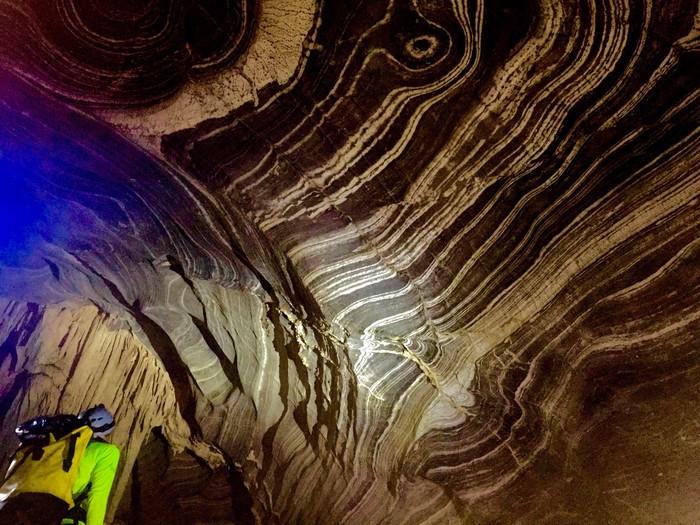 Vòm hang Tiên 2 có nơi có đến 80 mét.