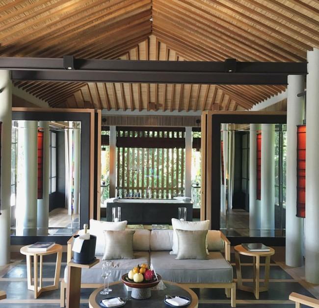 Nội thất bằng gỗ đất tiền trong villa trăm triệu
