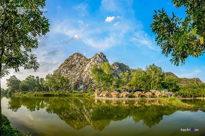 Núi Trầm hay Tử Trầm Sơn là một vùng núi đá vôi thuộc xã Phụng Châu, huyện Chương Mỹ, Hà Nội, cách trung tâm thành phố khoảng 20 km. Đâylà một nhóm khối đá vôi, tuy không quá cao nhưng được bao bọc bởi hồ nước trong xanh khiến khung cảnh thơ mộng.