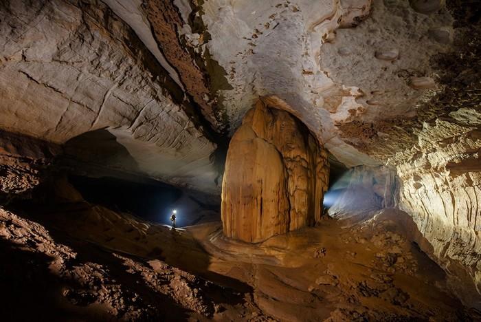 Thạch nhũ tuyệt đẹp ở hang Hòa Hương