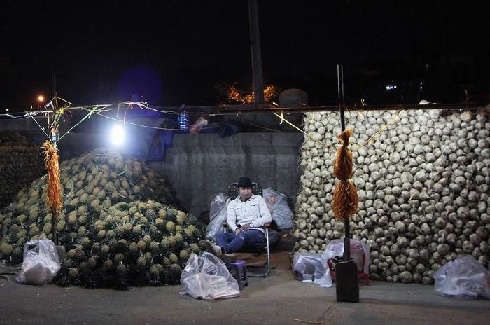 Chợ được biết đến nhiều nhất là một khu chợ trời bán buôn các loại hoa quả, đặc biệt là vào ban đêm.