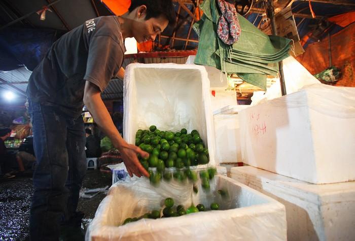 Mặt hàng nông sản rất đa dạng và được chọn lọc kỹ lưỡng trước khi về đến chợ.