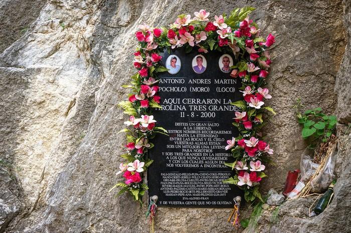 Đã có ít nhất 5 trường hợp tử vong trên Caminito del Rey, gần đây nhất xảy ra vào năm 2000. Tuy nhiên điều này không ngăn được dòng người hàng năm đổ về El Chorro.