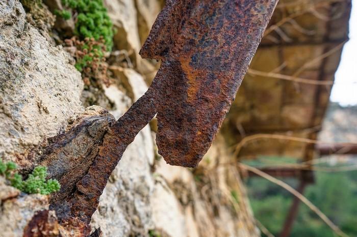 Sau 100 năm, con đường không còn an toàn như trước. Kế hoạch tái tạo con đường đã có từ năm 1921 nhưng phải đến 2015 chính phủ Tây Ban Nha mới đồng ý bỏ ra 3,21 triệu euro để tu sửa. Nhiều đoạn đã được thay thế bằng các thanh gỗ chắc chắn có lan can.