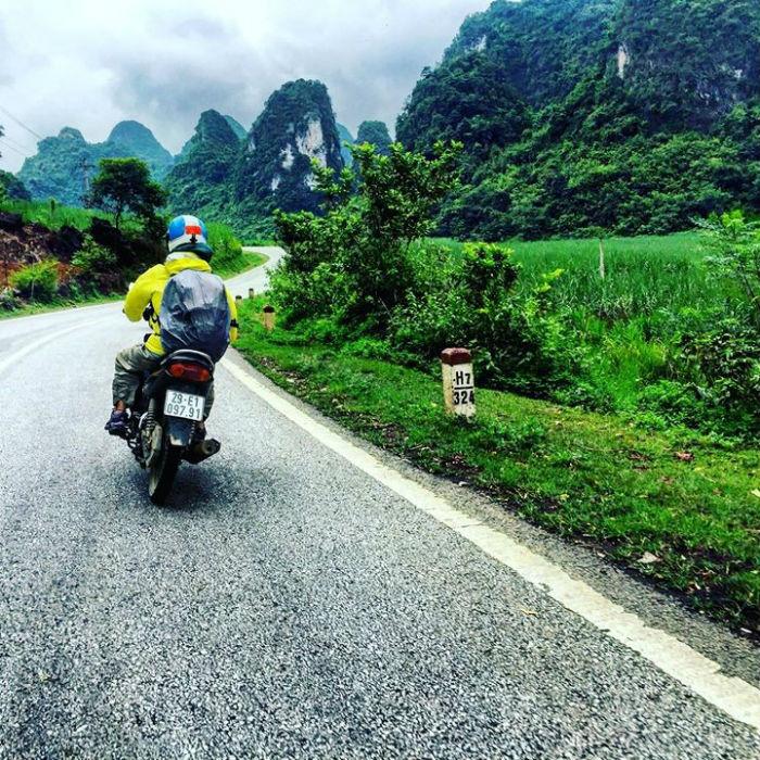 Phương tiện chính của hành trình là xe máy