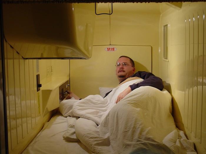 Mặc dù gọi là khách sạn, đây chỉ đơn giản là buồng ngủ thông thường với những tiện ích cơ bản nhất, sắp xếp trên diện tích chỉ khoảng 2 mét vuông.