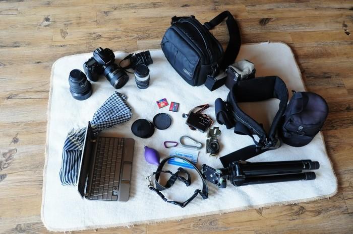 Những đồ điện tử cần thiết như điện thoại, laptop, máy ảnh, sạc dự phòng cũng vô cùng cần thiết