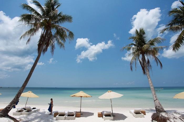 Và đừng tắm biển lúc giữa trưa nắng nóng, rất dễ bị say nắng đấy