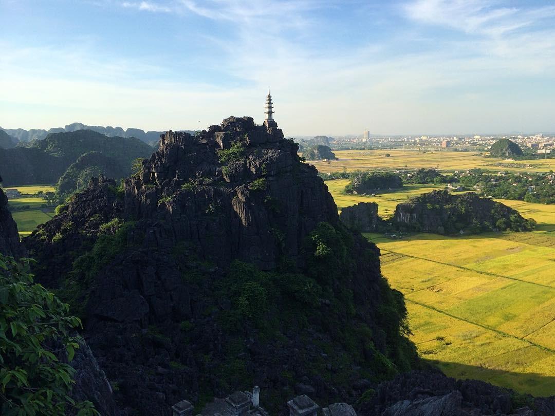 Đỉnh núi nhìn từ xa