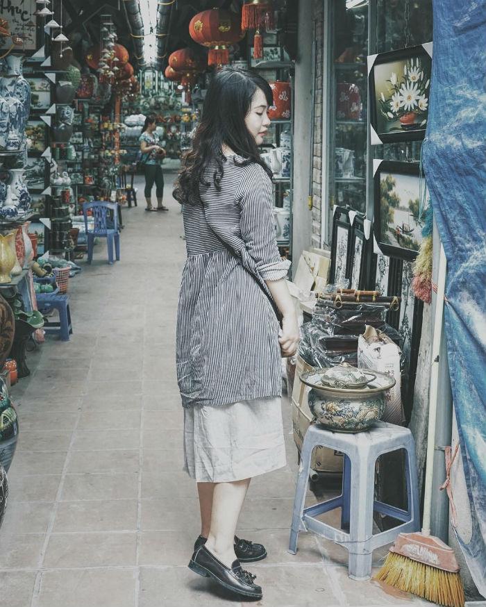 Nhưng bạn cũng đừng quên ghé chợ gốm và những cửa tiệm muôn màu muôn vẻ
